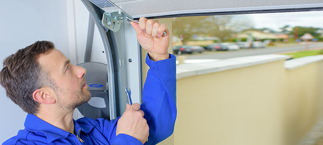 5 Signs That It's Time To Replace Your Old Garage Door